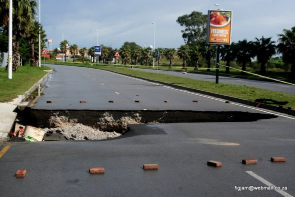 3rd Avenue, Walmer (Sinkhole in road)